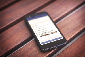 Facebook launches Find Wi-Fi feature that drives traffic to local businesses.